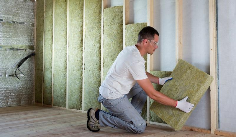 Mineralwoll-Dämmplatten werden immer beliebter, denn sie verfügen über verschiedene Vorteile, die von umweltbewussten Eigentümern und Bauherren sehr geschätzt werden. ( Foto: Shutterstock- Bilanol )