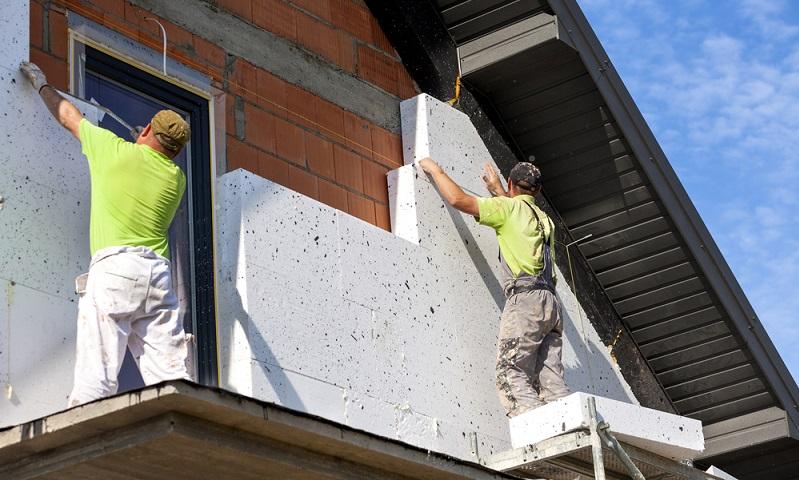 Die Frage der Dämmung des Hauses wird in die Gebäude Planung aufgenommen, denn nicht jede Technik ist für ein bestimmtes Gebäude geeignet.   (  Foto: Shutterstock-Dagmara_K )