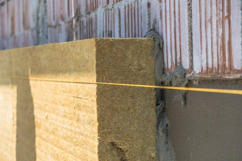 Die einfachste Methode der Befestigung ist das Aufkleben auf die Wand mit einem speziellen Klebemörtel.  ( Foto: Shutterstock-maskalin  )