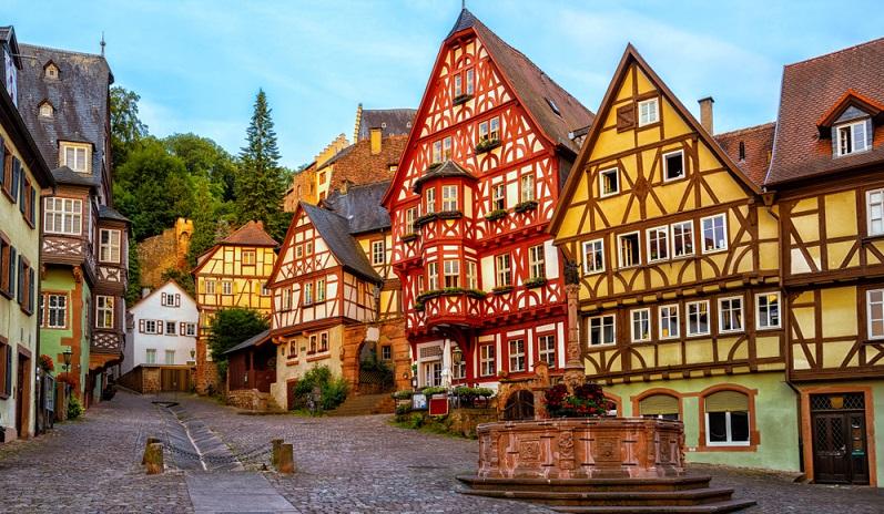 Denkmalgeschützte Gebäude oder Fachwerkhäuser eignen sich hingegen nicht für ein Wärmedämmverbundsystem.   ( Foto: Shutterstock-Boris Stroujko)