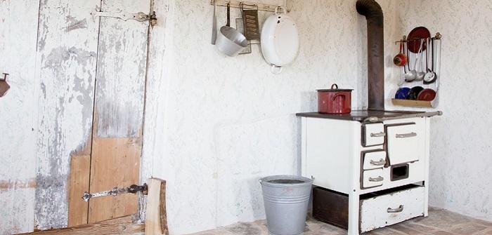 Werkstattöfen mit Kochplatte erweisen sich als besonders praktisch, denn hier lassen sich Speisen zubereiten und Getränke erwärmen.  ( Foto: Shutterstock-Jeanette Dietl )