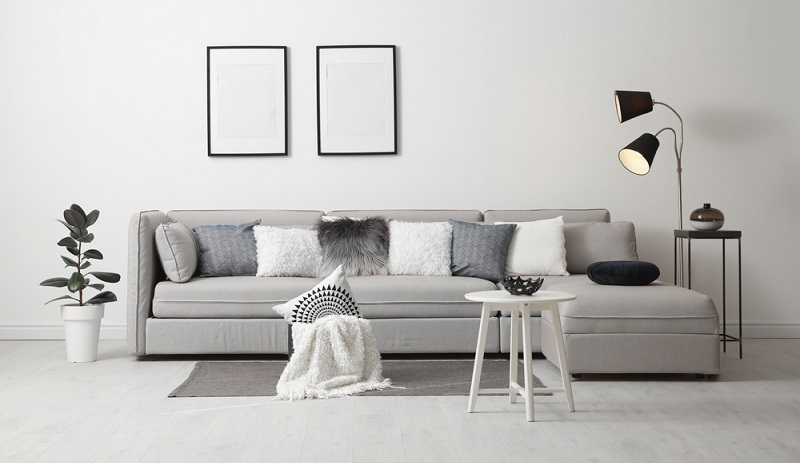 Stilvolle Beleuchtung im  Wohnzimmer sorgt für tolle Atmosphäre.( Foto: Shutterstock-New Africa)