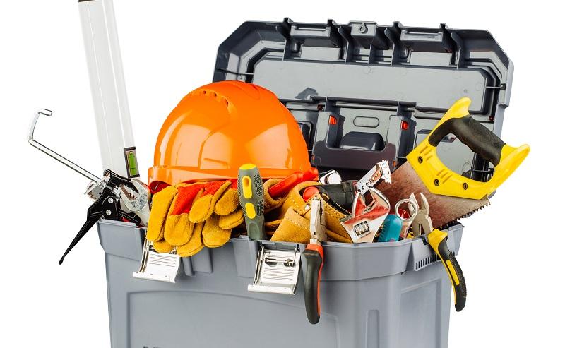 Handwerker achten auf hohe Qualität, wenn sie Werkzeuge für ihre Arbeit kaufen.  ( Foto: Shutterstock-PRESSLAB )