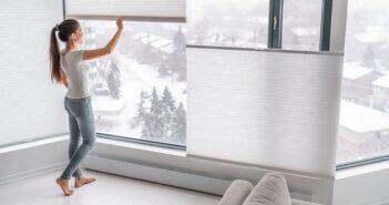 """Was sind die besten Plissees? Warum Verbraucher jetzt Plissees """"Made in Germany"""" dem Billigkram aus China vorziehen ( Foto: Shutterstock- Maridav )"""