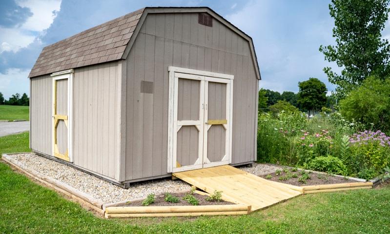 Wer aber wirklich im Gartenhaus wohnen möchte, sollte auf ein ordentliches Fundament setzen. ( Foto: Shutterstock-Zachary Hoover)