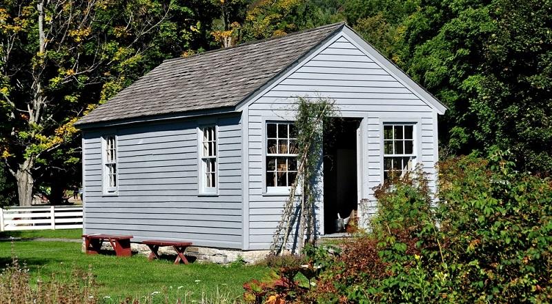 Natürlich kann das Gartenhaus auch nur bei Bedarf mit Strom versorgt werden, eine Kabeltrommel und ein Verlängerungskabel sind dann ausreichend. ( Foto: Shutterstock-LEE SNIDER PHOTO IMAGES )