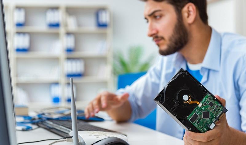 Wenn die Festplatte defekt ist, muss man schnell handeln. Oft liegen Festplatten im Sterben und man kann ihnen noch vor dem endgültigen Ableben wichtige Daten entreißen. ( Foto: Shutterstock-Elnur)