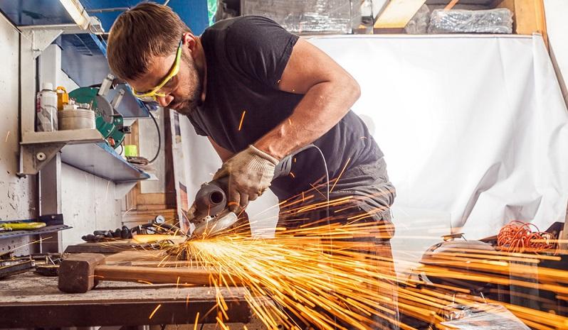 Das einst von Bosch entwickelte System ist heute nicht mehr nur für Dreh- und Schlagwerkzeuge nutzbar, sondern wird auch für Schleifer und Sägen angewendet. ( Foto: Shutterstock- Everyonephoto Studio)
