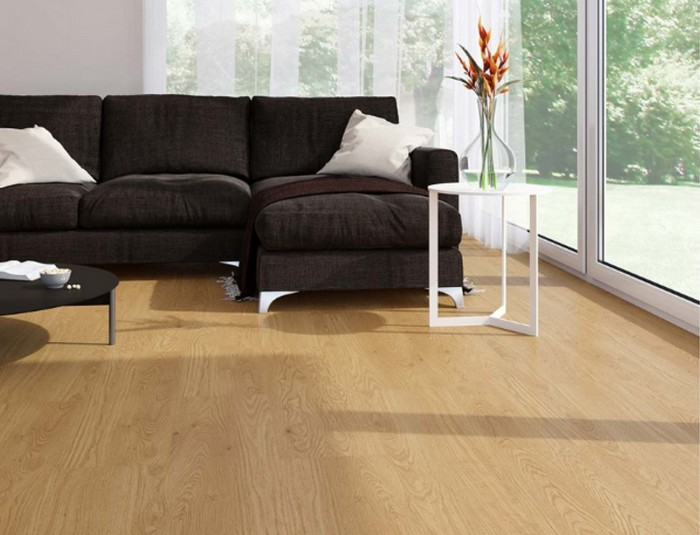 "Linoleum in Holzoptik: Forbo Impressa ""ti9008 honey fine oak"" (Foto: Bricoflor)"