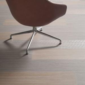 "Linoleum in Holzoptik: Forbo Marmoleum Modular Lines ""T3573 trace of nature"" (100 x 25 cm) (Foto: Bricoflor)"