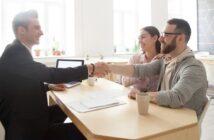 Makler beauftragen oder bei Wohnungssuche Mietbetrug mit unserer Checkliste erkennen! Darauf sollten Sie achten ( Foto: Shutterstock-fizkes)