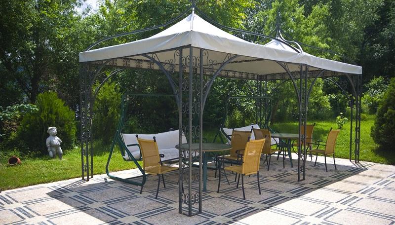 Hier muss das Design im Garten stimmen und der Tuchhimmel auf die restliche Gestaltung angepasst werden. ( Foto: Shutterstock-Genova)