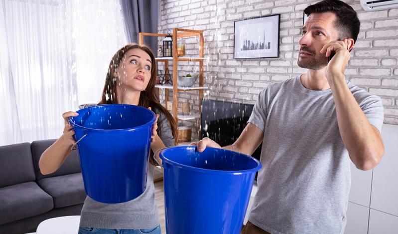 Wie bereits gesagt wurde, sollten Preise für den Klempner-Notdienst, für den Schlüssel- oder Glasnotdienst unbedingt vorab verglichen werden.  ( Foto: Shutterstock- Andrey_Popov_)