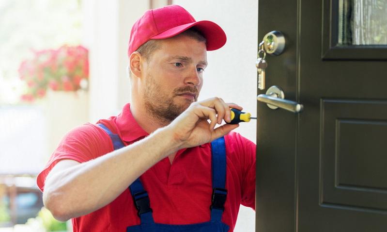 Durchschnittlich fallen für eine <strong>Türöffnung im Notdienst</strong> rund 193 Euro an, wobei der maximale Betrag bei 530 Euro liegt.  ( Foto: Shutterstock-ronstik  )