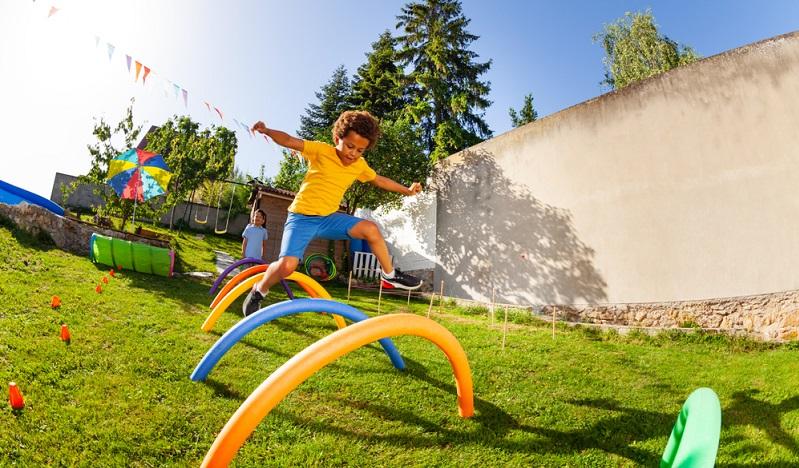 Ab einem gewissen Alter der Gäste bringen diese meist ihre Kinder mit, was vor allem für Partys in den Nachmittagsstunden gilt. Die passende Idee ist gefragt, mit der die kleinen Gäste gut beschäftigt werden können. ( Foto: Shutterstock-Sergey Novikov)