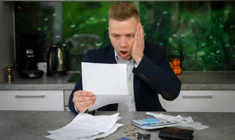 Nicht nur, dass die Mietkaution Rückzahlung Probleme macht. Nein, jetzt versucht ein neuer Eigentümer auch noch, eine Kautionsnachzahlung zu erreichen. (Foto: Shutterstock- Kaspars Grinvalds  )