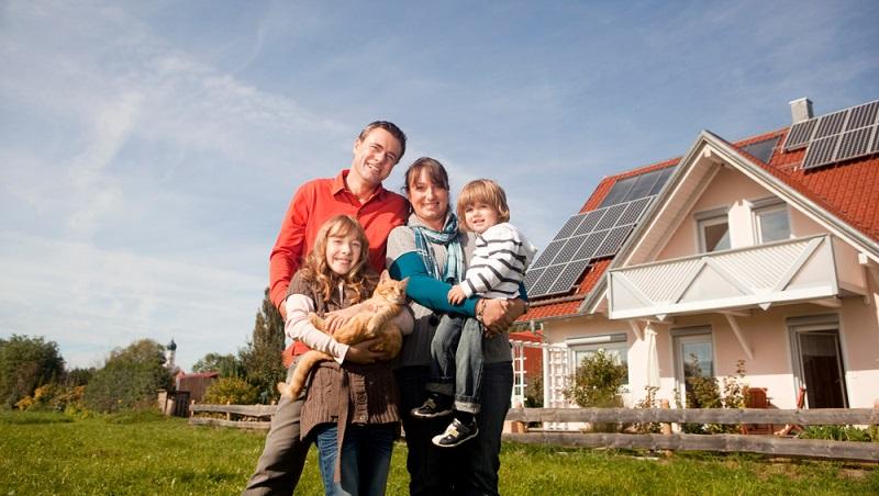 Die Anschaffungskosten belasten das Budget einer Familie aber es wird sich lohnen ( Foto: Shutterstock-_Altrendo Images )