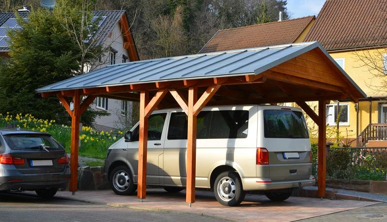 Ein Carport gibt es in unterschiedlichen Materialien ( Foto: Shutterstock- klikkipetra_)