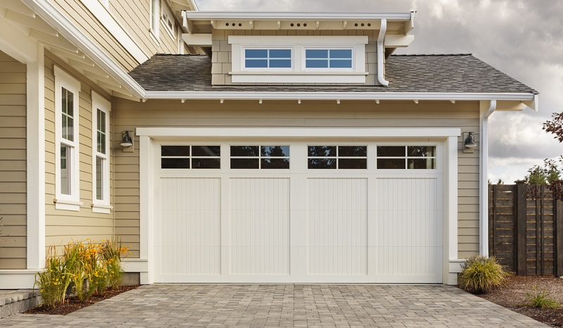 Bei der Planung einer Garage ist ein direkter Zugang zum Haus ideal ( Foto: Shutterstock- David Papazian)