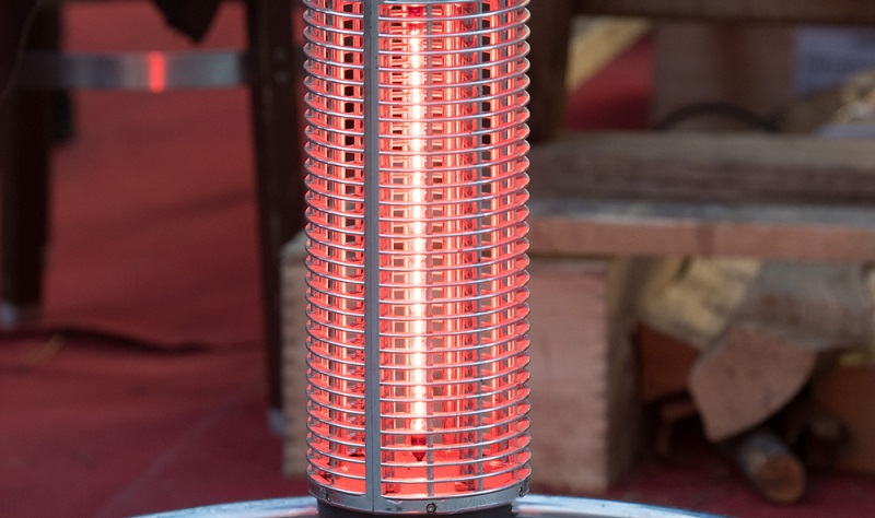 Terrassenstrahler die schnelle elektrische Heizung ( Foto: Shutterstock-_Andrea Izzotti )