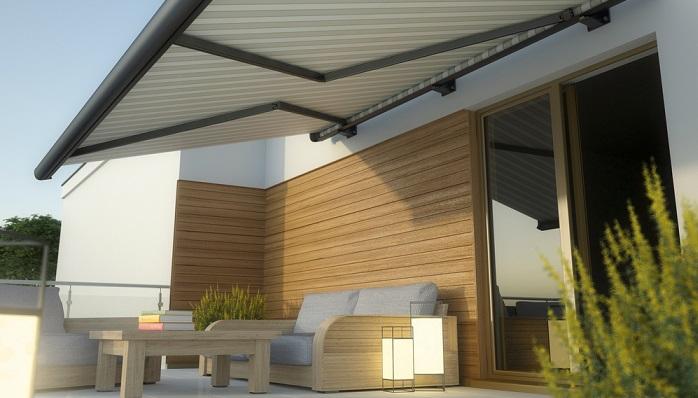 Große Terrassen können wunderbar mit einer Pergola-Markise beschattet werden. (Foto: Shutterstock- Studio Harmony _)