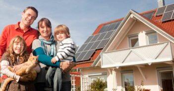 progres.nrw: So viel Photovoltaik-Förderung steht Haushalten in NRW zu ( Foto: Shutterstock-Altrendo Images )